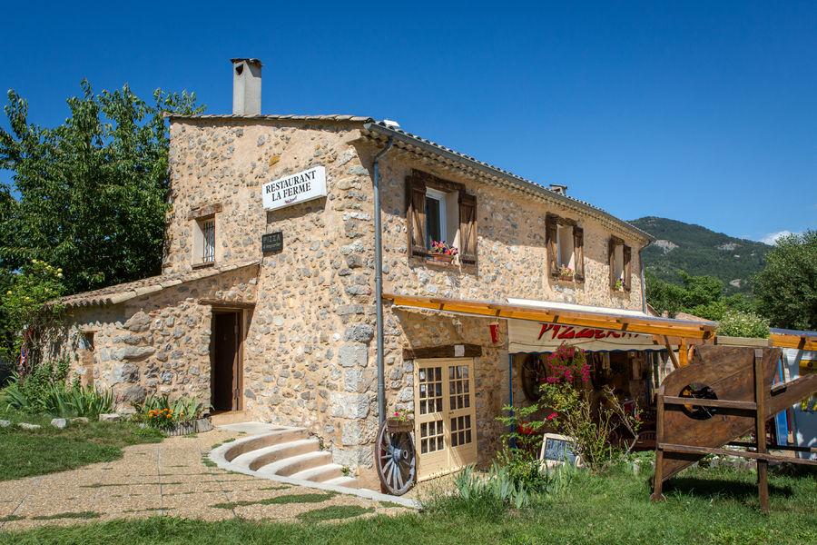 Vous rêveriez de camper en famille dans les Gorges du Verdon ? Terra Verdon vous invite pour un séjour de charme !